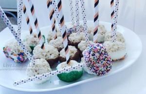 Rice Krispy Treat Pops via @clivelaughl0ve