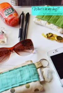 Live.Laugh.L0ve. // What's in my bag?