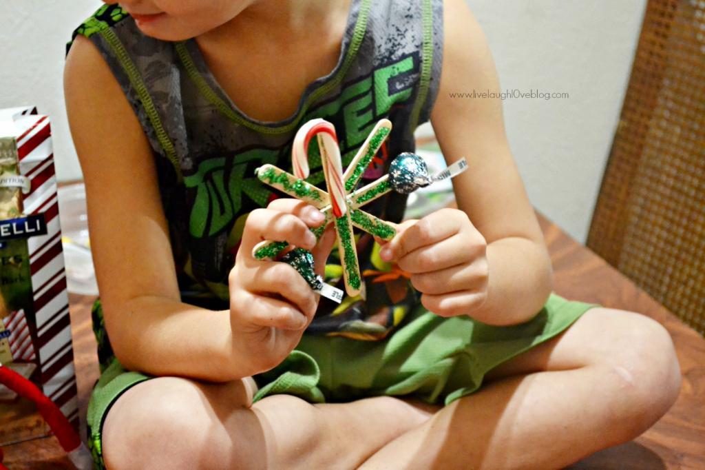 Live.Laugh.L0ve. // DIY Kid Friendly Snowflakes #kidcrafts #kidchristmascrafts #diysnowflakes #christmascrafts
