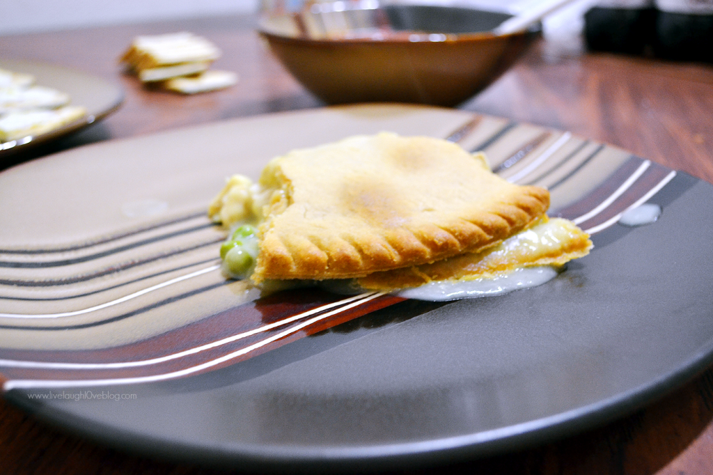 Live.Laugh.L0ve. // A Warm Family Meal With Marie Callender's pot pie #WarmthInACrust #ad #cbias